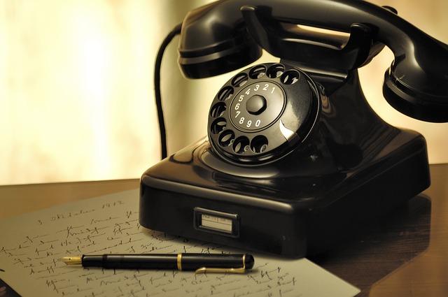 starý telefon.jpg