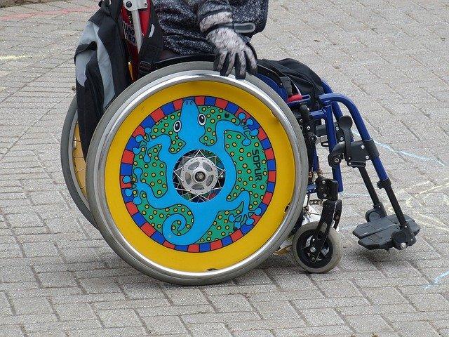 kolo invelidního vozíku