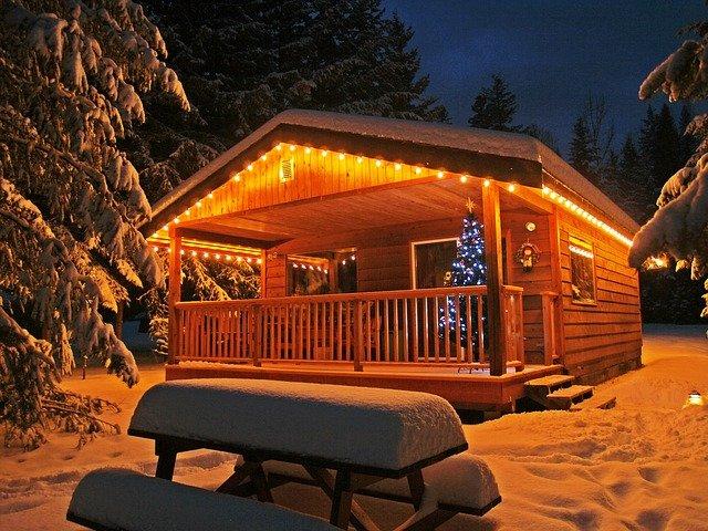 osvětlená chata